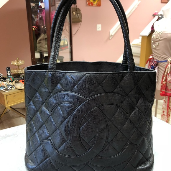 CHANEL Handbags - Chanel medallion tote 0889de44138e2